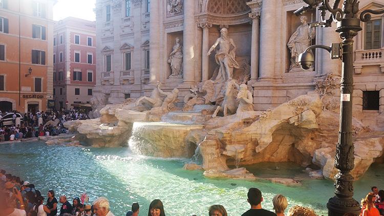 Fontana di Trevi, Rome, Holiday and Trips, Living life like a holiday