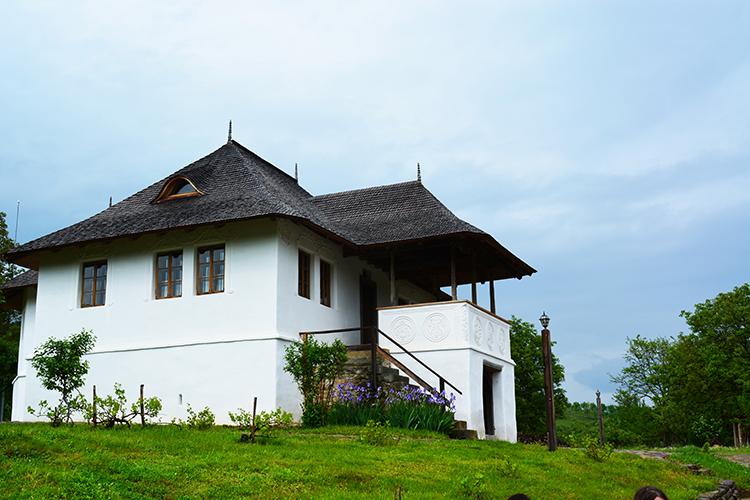 Casa cu Blazoane din Chiojdu, Buzau - o emblema a Romaniei