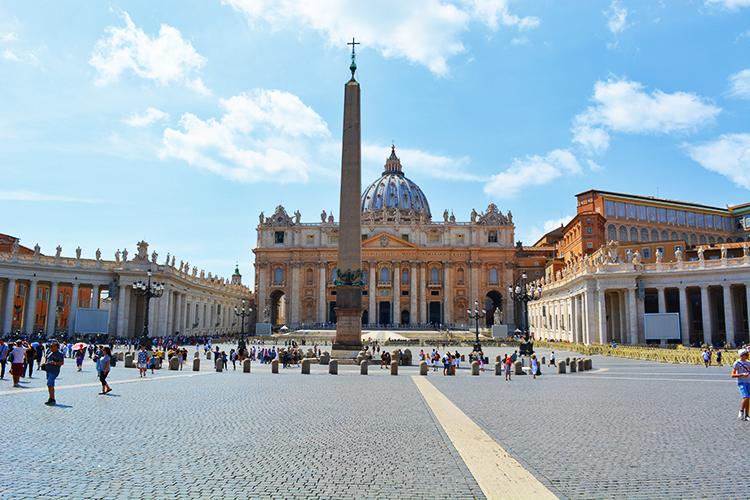 Obeliscul de la Vatican Piata Sf Petru, Roma - vechi de 4000 de ani