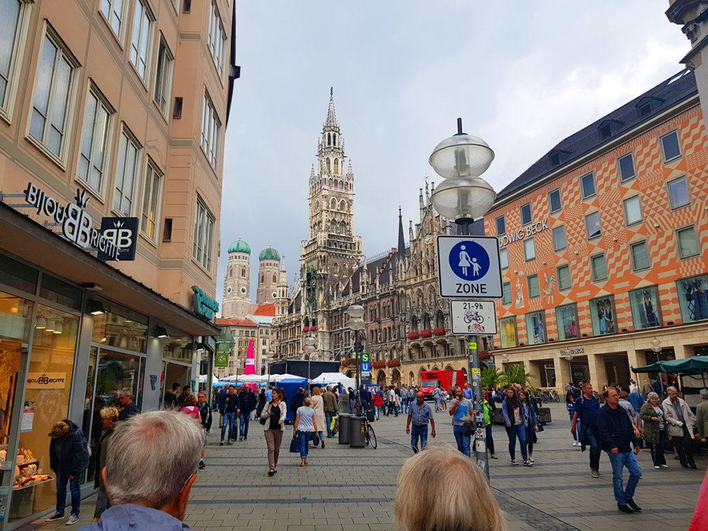 Marienplatz Piața Mariei