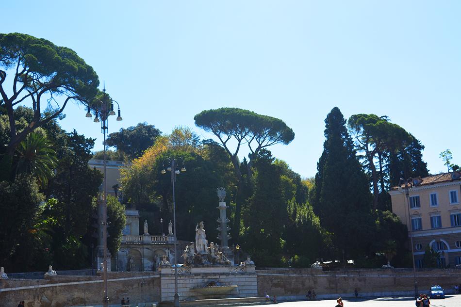 Fountain of the goddess of Rome, Piazza del Popolo - People's Square, Rome (6)