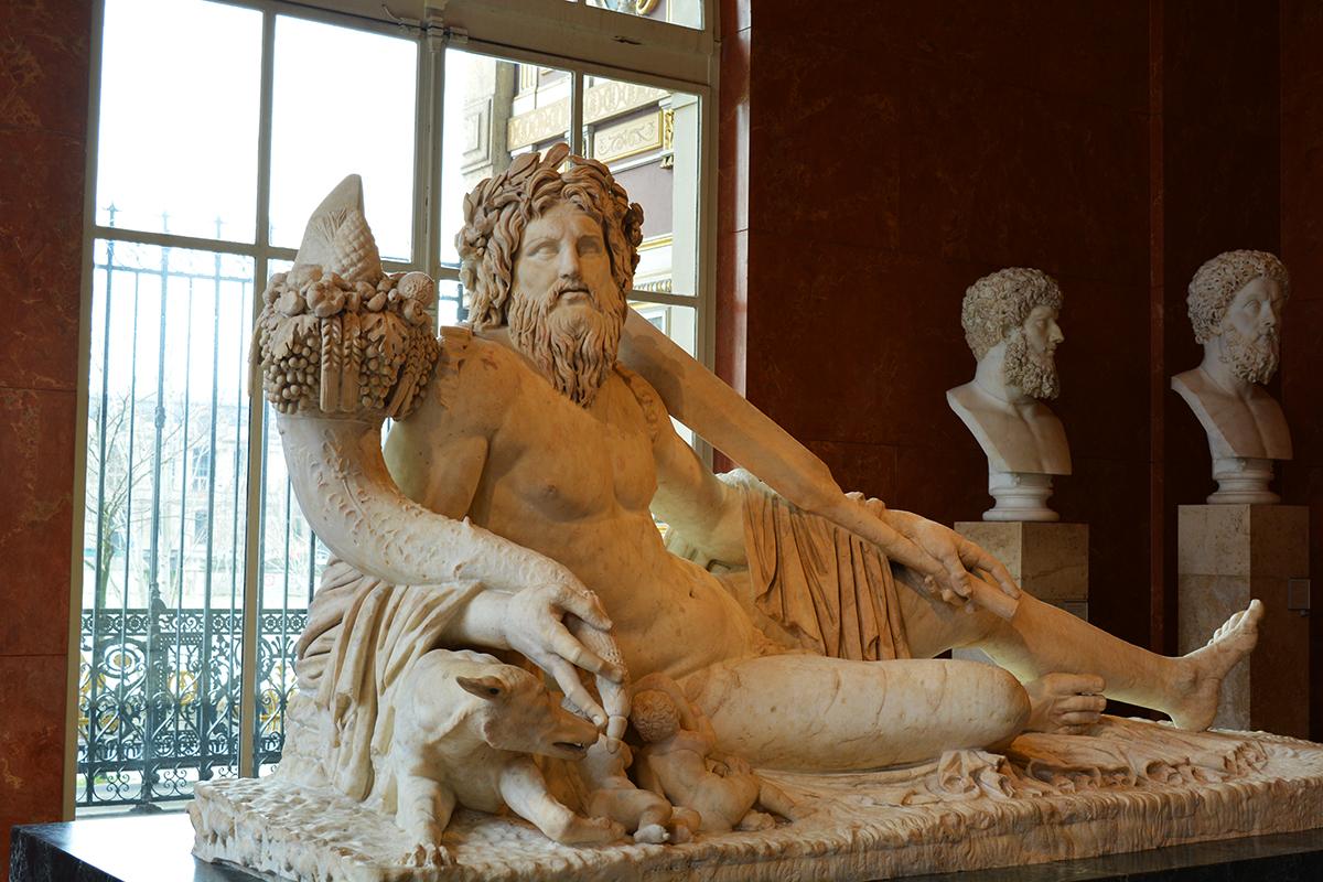Statuia romana a Tibrului, Luvru, Paris