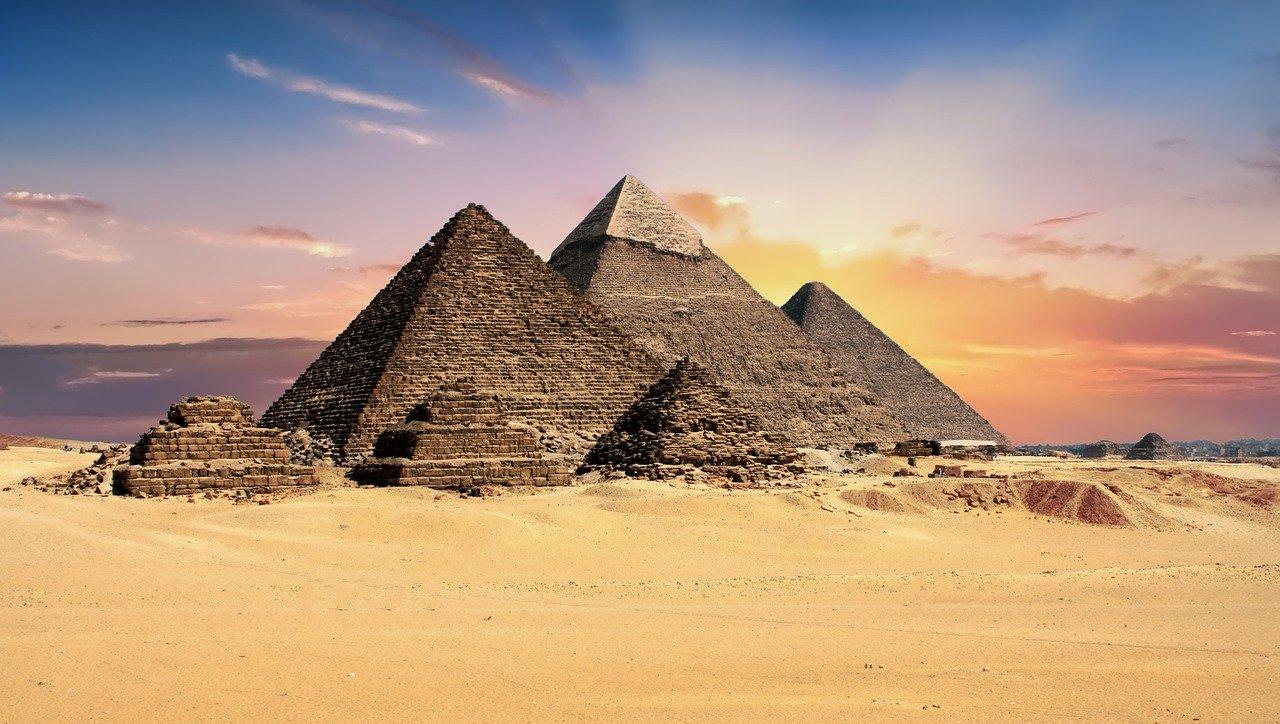 Ancient Egypt - Giza Plateau Pyramids