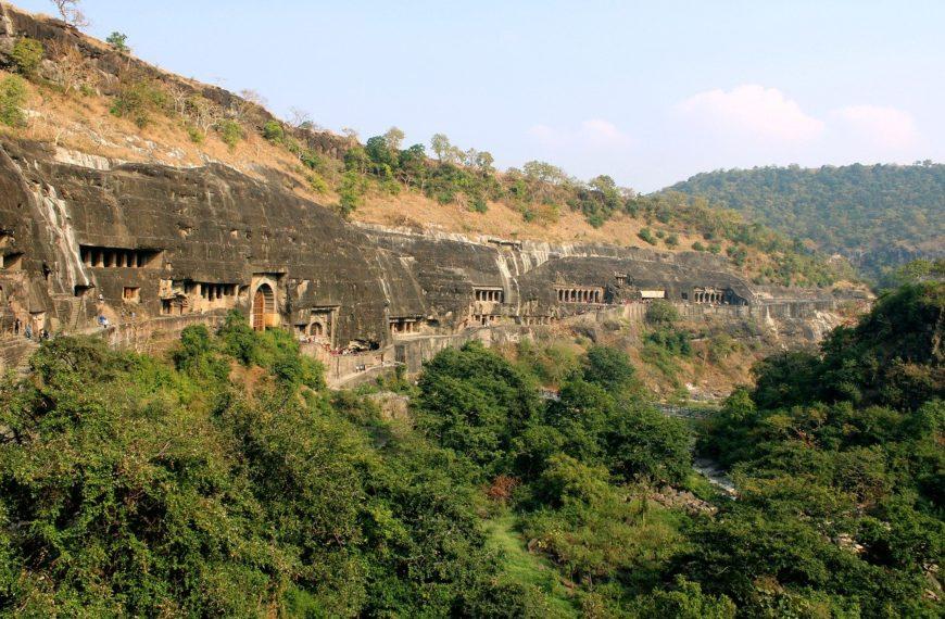 Grotele Ajanta – 30 de temple si manastiri Budiste sapate in piatra