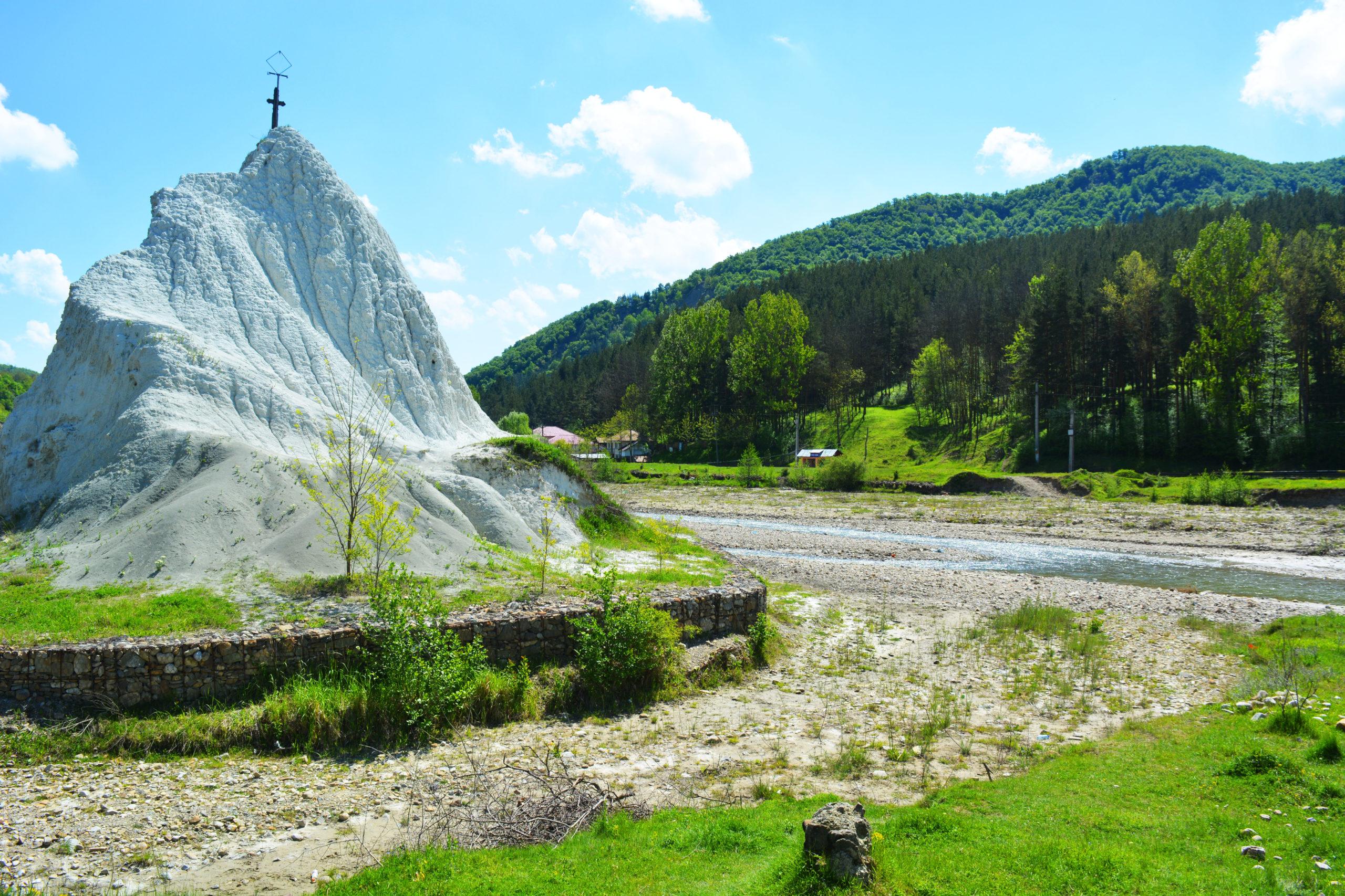 Piatra Alba de la Grunj – o stanca spectaculoasa in tinutul Buzaului