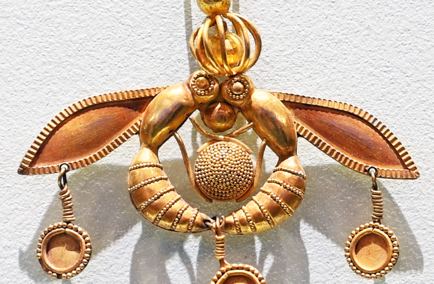Malia Bee Pendant – An artistic gem of Minoan civilization