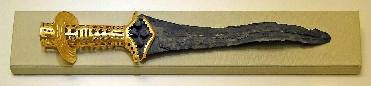 Pumnalul de bronz de la malia Palatul Minoic Malia-creta-greciaBronze_dagger_from_Malia