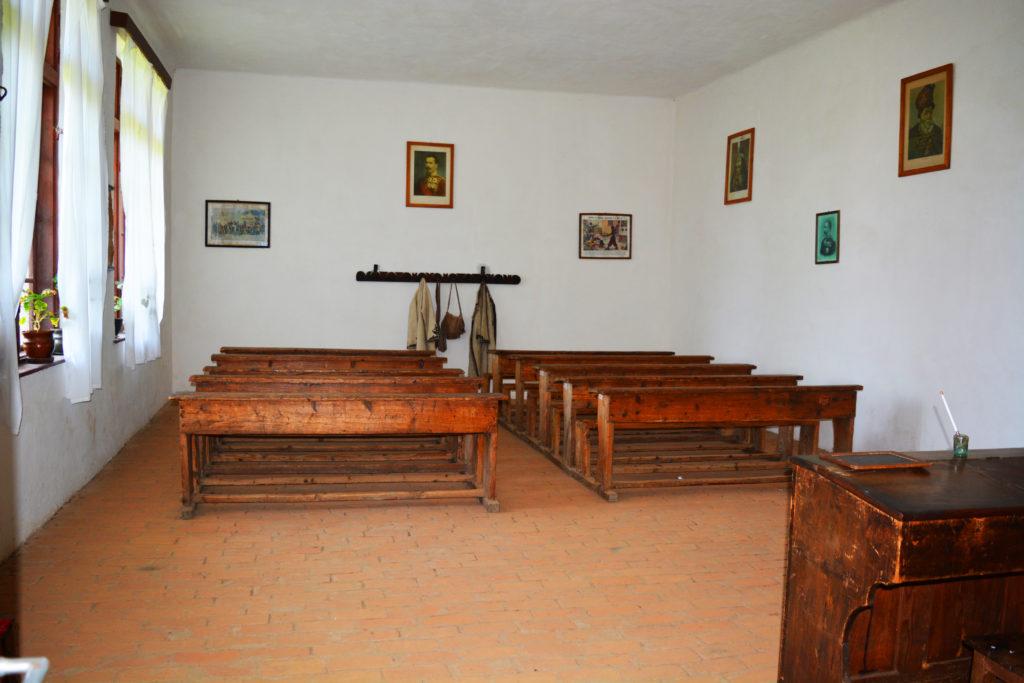 Muzeul Satului Valcean Scoala veche