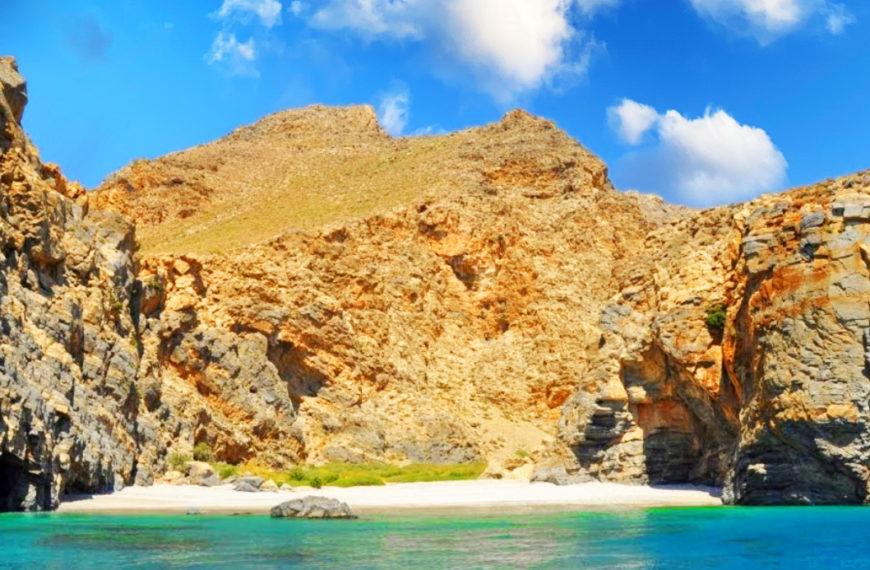 Kaminaki Beach – a wild beach in Crete