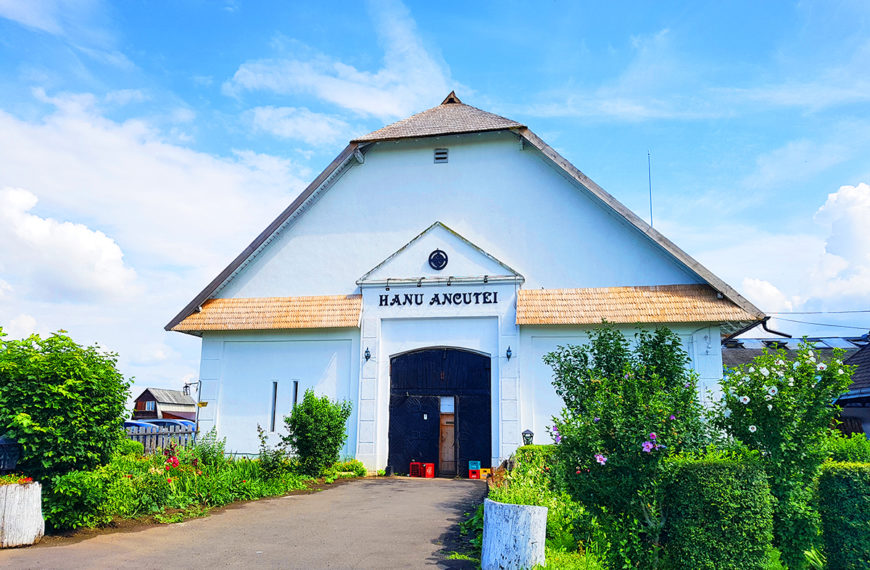 Hanu Ancutei – Un han romanesc autentic
