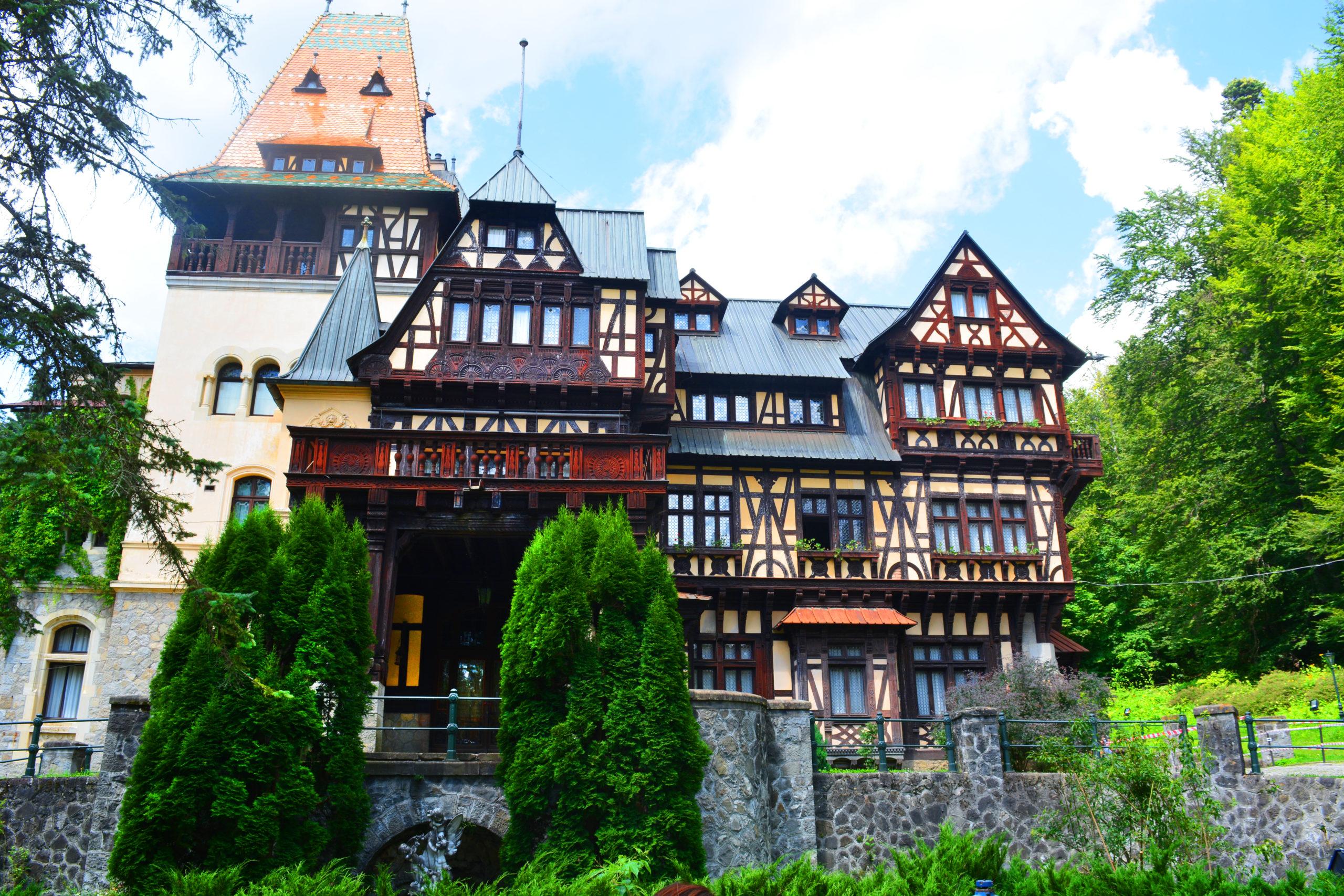 Pelisor – Castelul care gazduieste inima Reginei Maria