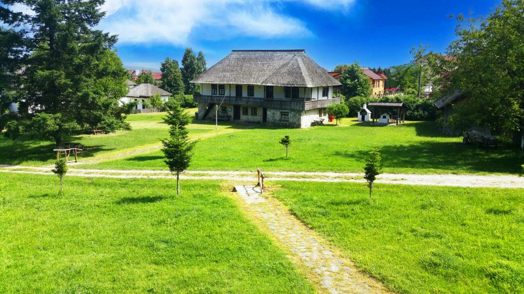 Muzeul Satului Valcean Hanul satului