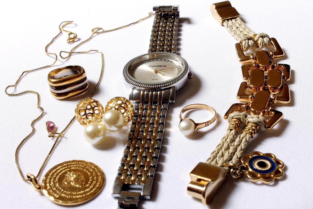 jewelry, women's clothing, loud-618429.jpg